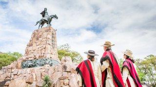Salta, monument en honneur au général Guemes - voyage argentine nord ouest