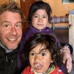 Antoine à Tolar Grande avec des enfants